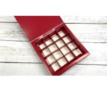 Красная коробка для конфет без окна