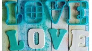 Вырубка буквы LOVE