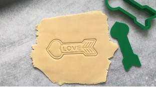 Вырубка + штамп Стрела Love